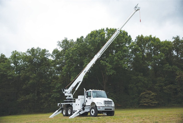 The DT65H Transmission Digger Derrick from Altec is a fully hydraulic derrick that incorporates a high-flow piston pump into the hydraulic system. Maximum flow is available to any function. Photo courtesy of Altec