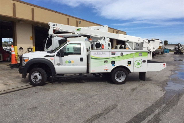 A new focus on alternative-fuel vehicles led to the purchase of various hybrid and plug-in electric vehicles, including this plug-in hybrid bucket truck. Photo courtesy of City of West Palm Beach