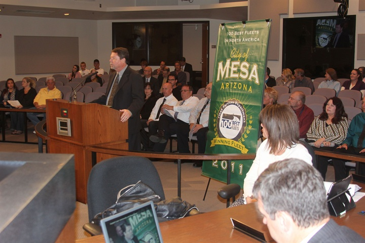 Jim Wright addresses City Council meeting attendees during a Nov. 7