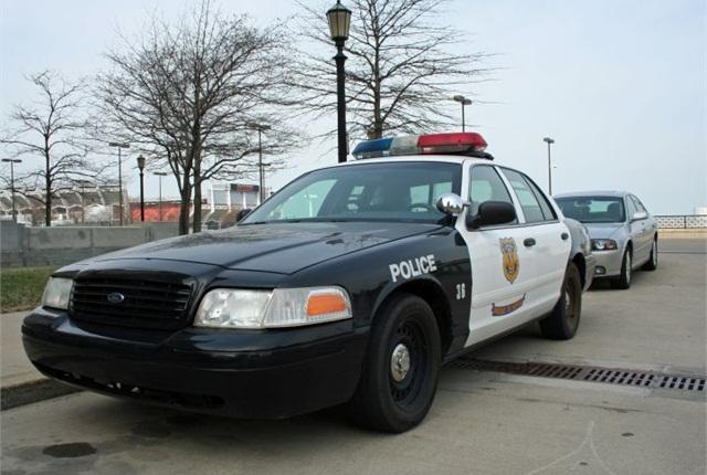 Photo of Cleveland police cruiser via Wikipedia.