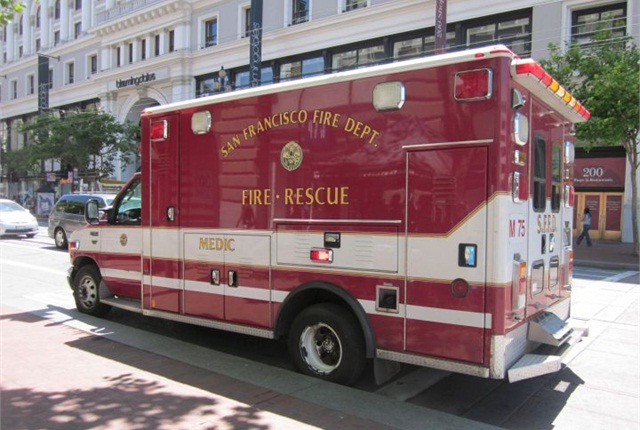 Photo of existing SFFD ambulance via Wikipedia.