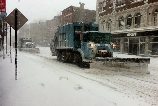 Photo of snow plows in Chicago via Pixabay