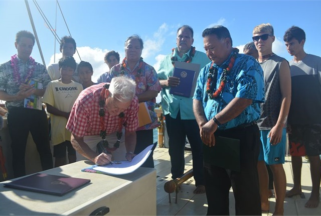 Leaders from Hawaii have signed a committment to transform Hawaii's public and private ground transportation to 100% renewable fuel sources by 2045. Photo via City and County of Honolulu
