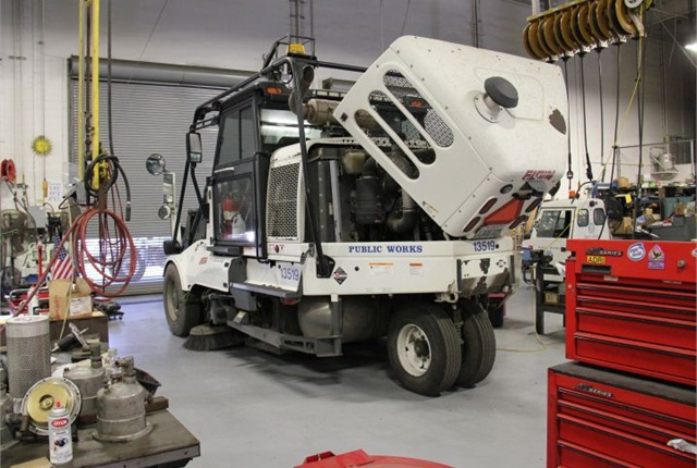 Photo of City of Long Beach's Elgin LNG sweeper by Paul Clinton.