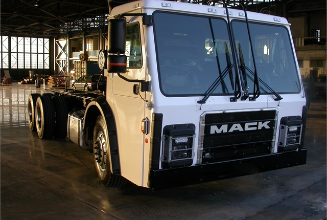 LR chassis has a retrofitted Wrightspeed Route turbine-electric system instead of a conventional diesel or natural gas engine and transmission. Photo: Mack Trucks Inc.