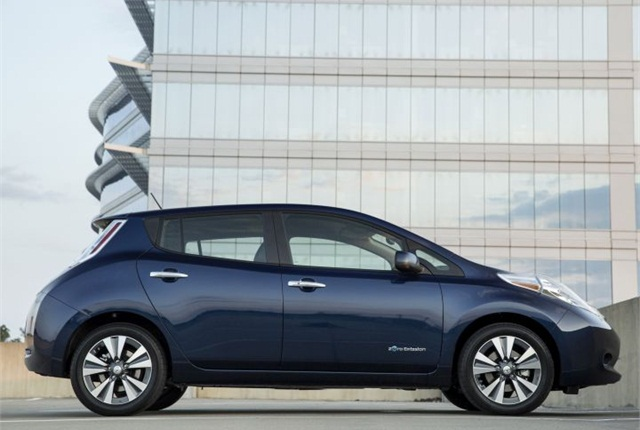 Photo of 2016 LEAF courtesy of Nissan.
