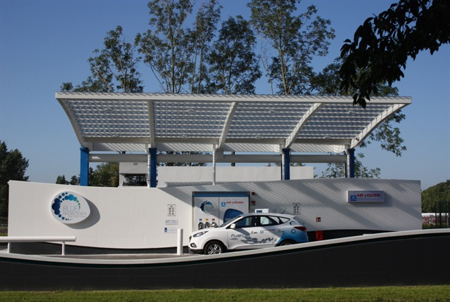 Photo of hydrogen fuel station courtesy of Air Liquide.