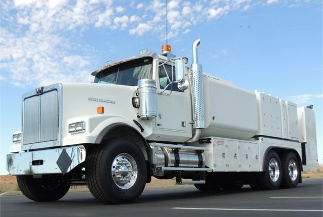 Photo of Western Star 4900SF courtesy of Daimler.