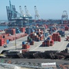 Through the Clean Trucks Program, the Port of Long Beach calls for drayage truck owners operating at the port to replace old, polluting trucks to reduce truck-related air pollution by 80 percent by 2012.