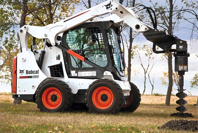 <p>Bobcat S30 with auger</p>