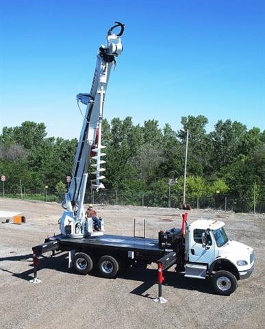 <p><em>Photo of D105 Digger Derrick courtesy of Elliott Equipment Co.</em></p>