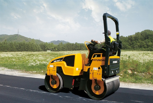 <p>The two Hyundai Series 9 tandem-drum roller models, including the HR30T-9 shown here, feature front and rear scrapers to keep the drums free of material build up. <em>Photo courtesy fo Hyundai</em></p>